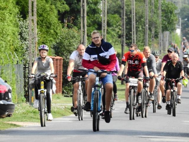 Wycieczka ER-HA Rowery i Przyjaciele - Trochę asfaltu dla spragnionych fot. Piotr Zapała Pociąg do Kolumny